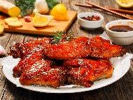 Рецепта Пилешки крилца с глазура от мед, кока кола, лимон и джинджифил на скара или барбекю